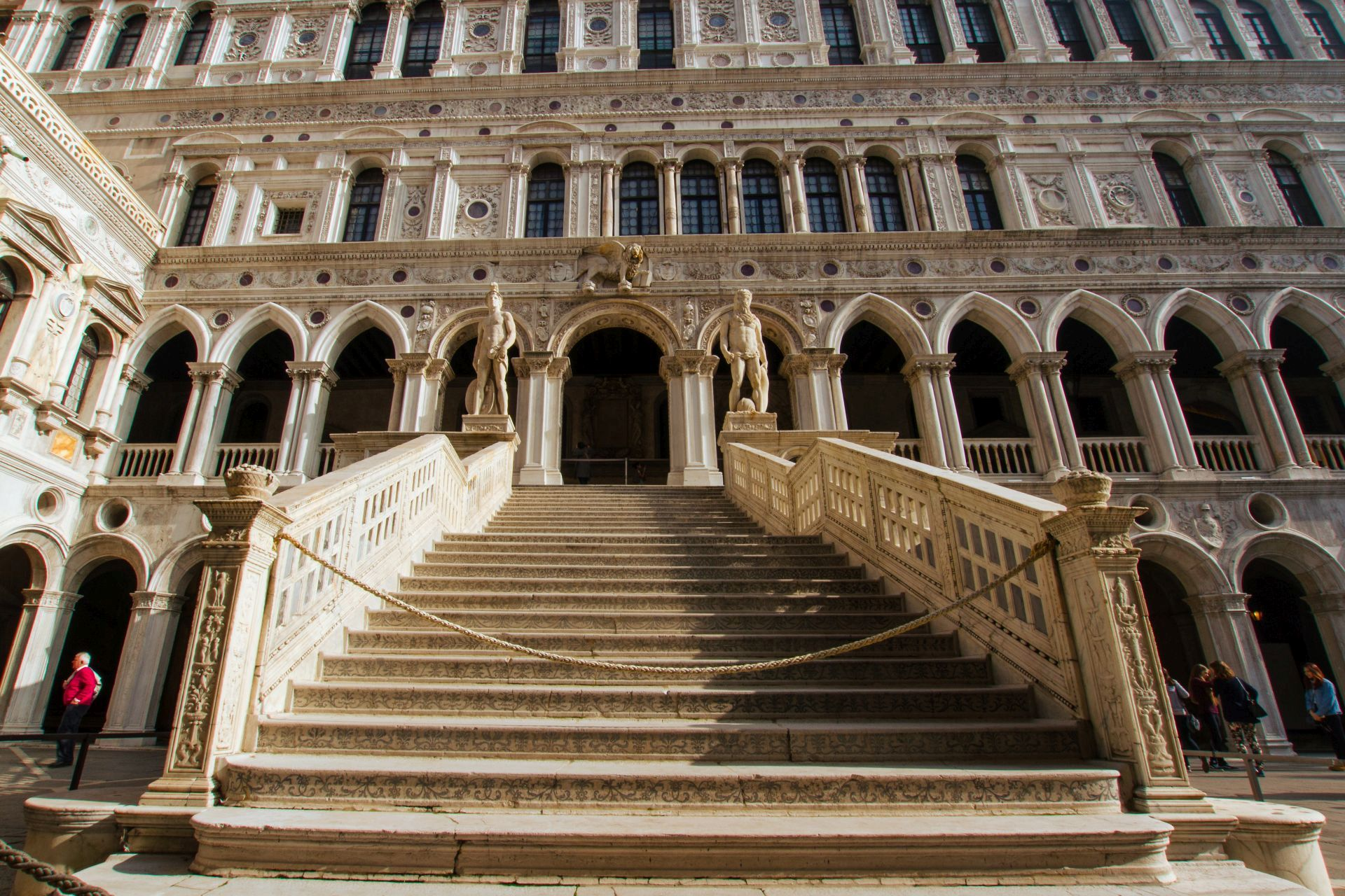 VIP Secret Itineraries Doge's Palace Tour with St. Mark's Basilica in Small Group - Alojamientos en Venecia