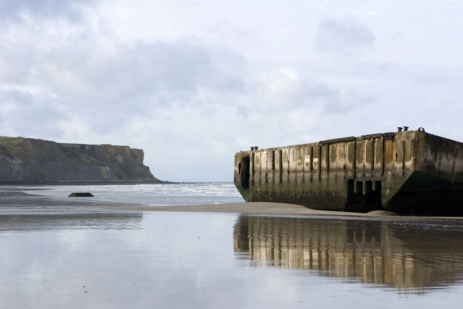 Guided Tour of the D-Day Beaches in a Semi-Private Group from Paris - Alojamientos en Paris